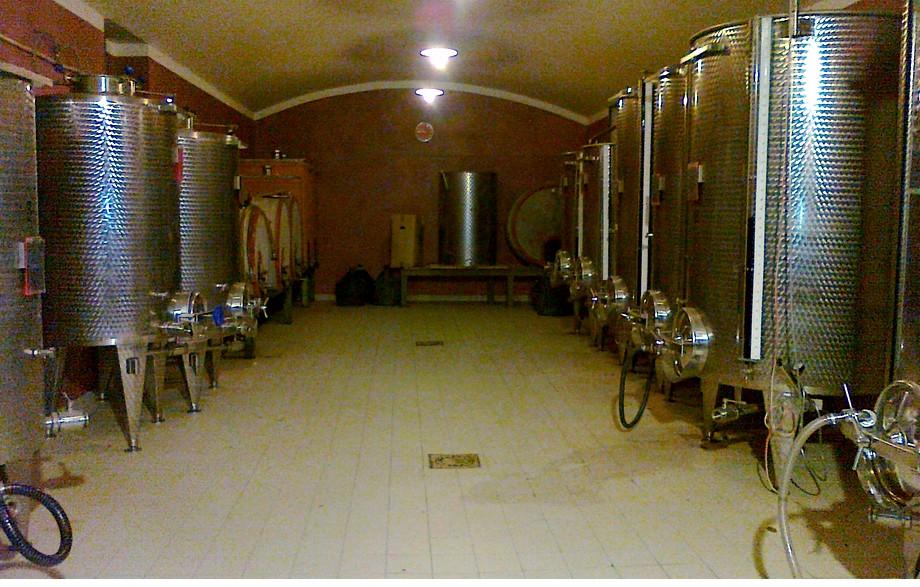 le nostre cantine che producono un ottimo vino..